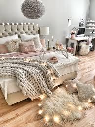 Wie Man Das Bett Gemütlich Dekoriert Home In 2019 Schlafzimmer