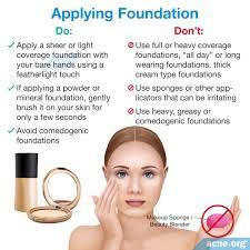 applying foundation to acne e skin