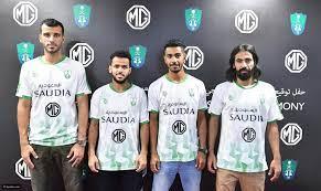 سيارات لاعبي النادي الأهلي السعودي (صور )