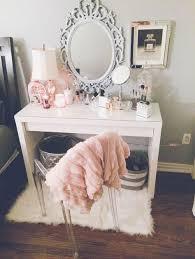 girls bedroom vanity. 10 ideas para añadir un tapete peludo a tu habitación. bedroom decor teen girl girls vanity m