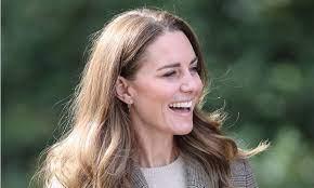 Kate Middleton rocks heritage print blazer & sun-kissed highlights on royal  visit