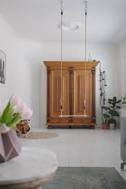 Woonkamer Binnenkijken Before Oude Houten Kast Witte Vloer 3 Psblog