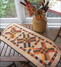 25 Free Thanksgiving Quilt Patterns & Sewing Projects ... & Free Fall Table Runner Pattern - great for Thanksgiving! Adamdwight.com