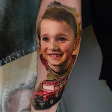 польский художник делает очень реалистичные тату портреты