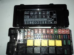 td5 blade type fuse box defender forum lr4x4 the land rover drawbacks though are that they seem to hold good money and look larger than i need any fuse box