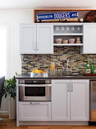small tile backsplash design idea