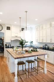 quartz kitchen countertops white cabinets. Kitchens With White Cabinets And Black Countertops Range Backsplash Granite Versus Quartz Kitchen How Tall Should A Bar Stool Be Butcher Block R