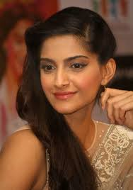 Raanjhanaa Movie Press Meet In New Delhi Sonam Kapoor Dhanush Movies. Is this Sonam Kapoor the Actor? Share your thoughts on this image? - raanjhanaa-movie-press-meet-in-new-delhi-sonam-kapoor-dhanush-movies-4585021