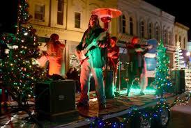 Baraboo Christmas Light Parade Thousands Watch Holiday Parade Wiscnews Com