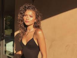 thumbnail for the brilliant all natural way zendaya perfects her no makeup look