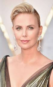 charlize theron at the 2017 oscars