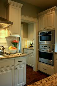 Granite With Cream Cabinets 25 Best Ideas About Green Granite Kitchen On Pinterest Green