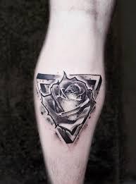 тату роза в треугольнике
