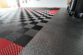 racedeck free flow in black and red to the left diamond in graphite to