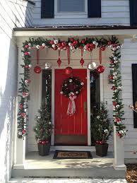 how to hang garland around front door25 Top outdoor Christmas decorations on Pinterest  Outdoor