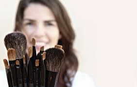 15 reasons to date a makeup artist
