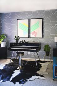 DIY Ideas for Painting Walls - Statement Wall With Paint Pens - Cool Ways  To Paint