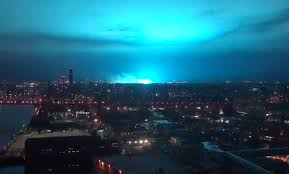 Con Edison Light New York City Sky Turns Neon Blue After Explosion At Power