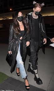 Megan fox and boyfriend machine gun kelly go on double date with avril lavigne and mod sun. Megan Fox Keeps It Cool In Black As Boyfriend Machine Gun Kelly Sports Pink Pigtails For Date Night Readsector Female