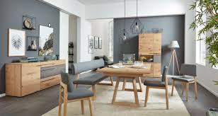Esszimmermöbel Aus Holz Mit Grauem Polster Von Interliving