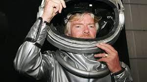 الملياردير ريتشارد برانسون يهبط بعد تحليقه في الفضاء