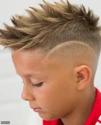 تسريحات الشعر الأنيقة للفتيان ، حلاقة الشعر في سن المراهقة للأولاد. قصات أطفال 2021 تاجك