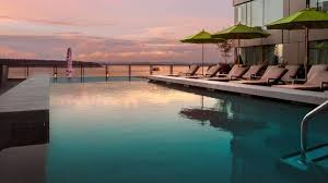 Infinity pools hotel Usa Infinity Pool Bar Four Seasons Seattle Hotel With Pool Heated Outdoor Pool Four Seasons Seattle