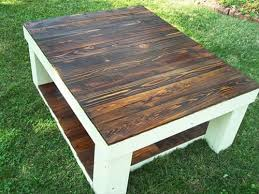 Coffee table with reclaimed pallet wood furniture: