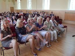 Новогрудский торгово экономический колледж торжественное  Выпускница группы УТ 5 Курочкина О И получила дипломы с отличием