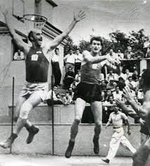 Otar Korkia en una acción de partido