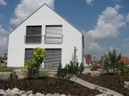 Einfamilienhaus Holzhaus Große Fenster Satteldach Französischer