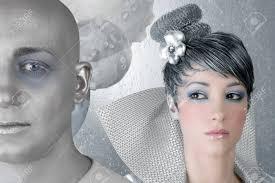 街でのメイク髪型女未来銀男性外国人 の写真素材画像素材 Image 7310557