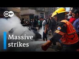 Israel's Netanyahu orders 'massive strikes' on Gaza militants | DW ...