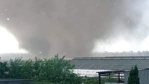 Es kam zu starkregen und hagelschauern. Schweres Unwetter Im Westen Tornado Wutet In Nordrhein Westfalen N Tv De