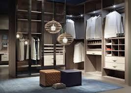 Begehbarer Kleiderschrank, ästhetische Ordnung, anpassbare ...