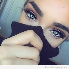 pretty green eye makeup with long eyelashes