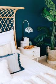 This bohemian bedroom is a dream! Decorist designed a natural, serene space  anchored by