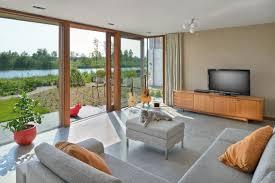 Helles Wohnzimmer Mit Bodentiefen Fenstern Wohnung