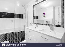 Schwarz Weiß Luxus Badezimmer Mit Mosaik Fliesen Badewanne Und