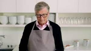Bill Gates making the cake/ Happy 90th Birthday , Warren Buffett! - YouTube