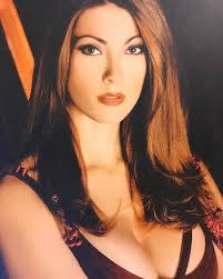 Milena Miconi bollente esagerata foto sexy in costume ...