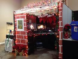 Decorating your office for christmas Office Cubicle 17 For Those Of You Decorating Your Office Or Cubbies For The Friday Christmas Party Ebaums World For Those Of You Decorating Your Office Or Cubbies For The Friday