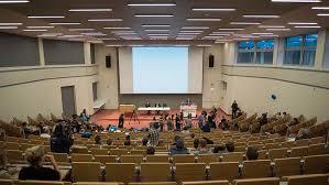 Медведев разрешил иностранцам защищать диссертации на родном языке  Медведев разрешил иностранцам защищать диссертации на родном языке
