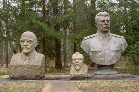 lenin and stalin lenin and stalin with a lithuanian fallen leader grutas parkas