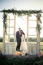 outdoor rustic old door wedding decor ideas