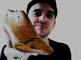 Javier Gasco es madrileño. Desde muy corta edad y al mismo tiempo que estudia, empieza a ayudar en el taller de su padre en el que hacen botas camperas a ... - javiergasco