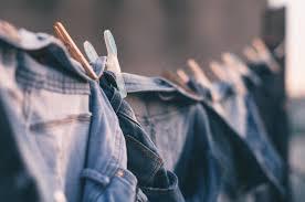 Spijkerbroek vlekken verwijderen