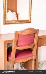 Stuhl Und Tisch Dekoration Im Schlafzimmer Arbeiten Stockfoto