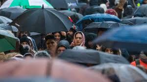 Rain-sodden Boxing Day sales damp mood on UK high street