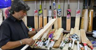 Meet Aslam Chaudhry, Mumbai's 65-year-old bat-maker whose clientele  includes Dhoni and Kohli